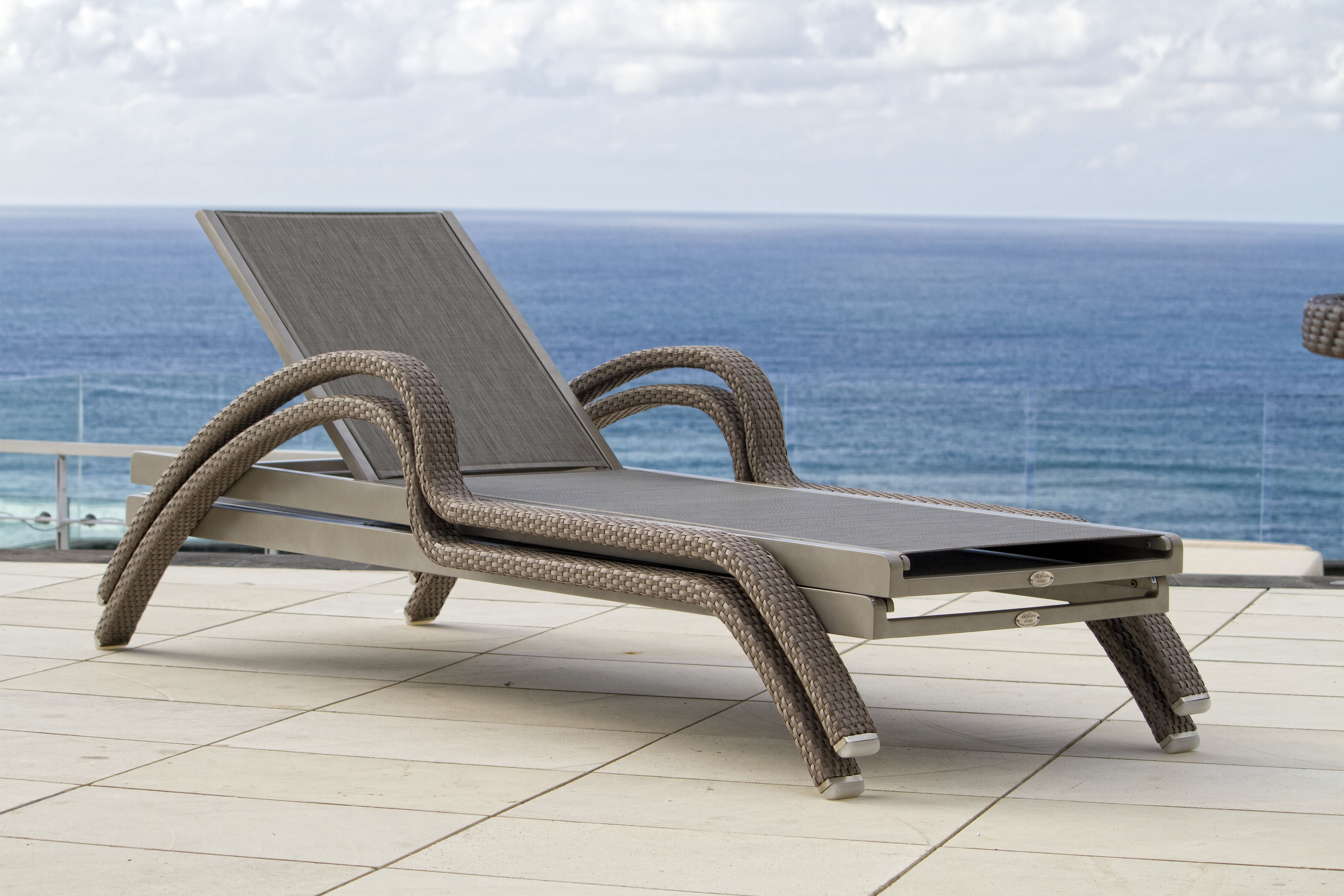 North chaise lounger skyline design for Chaise designe